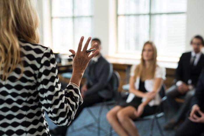 会話の引き出しをこじ開けろ!「トーキングサークル」で会話のバリエーションを鍛える